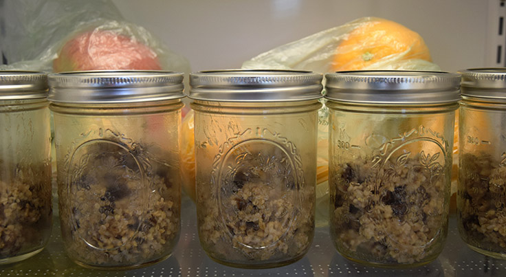 5 jars overnight steel-cut oats in the refrigerator