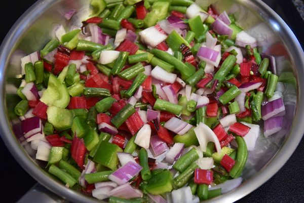 red onions, bell pepper, and green beans in a skillet