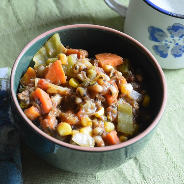 Black-Eyed Stew in a green bowl